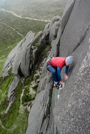 Liam on the rockover on Tolerance, E8 6c, Binnian Tor © Oli Grounsell